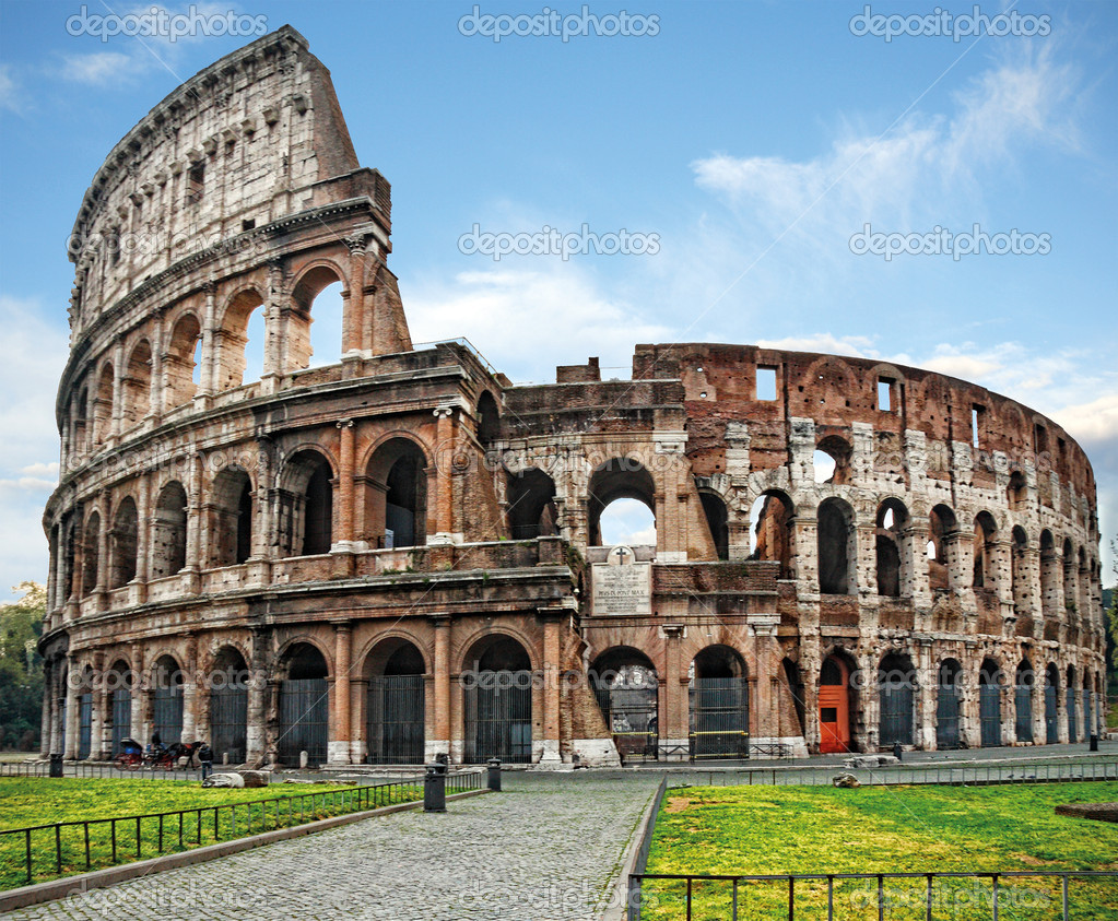 The Colosseum, famous ancient amphitheater in Rome  Stok fotoraf #4615750