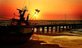 Prachtige zonsondergang over zee — Stockfoto