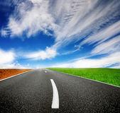 Camino y cielo nublado — Foto de Stock