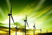 Parque eólico de turbinas al atardecer — Foto de Stock