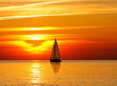 Segeln bei Sonnenuntergang — Stockfoto