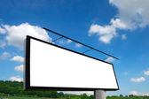 Nowy billboard i niebieski niebo — Zdjęcie stockowe