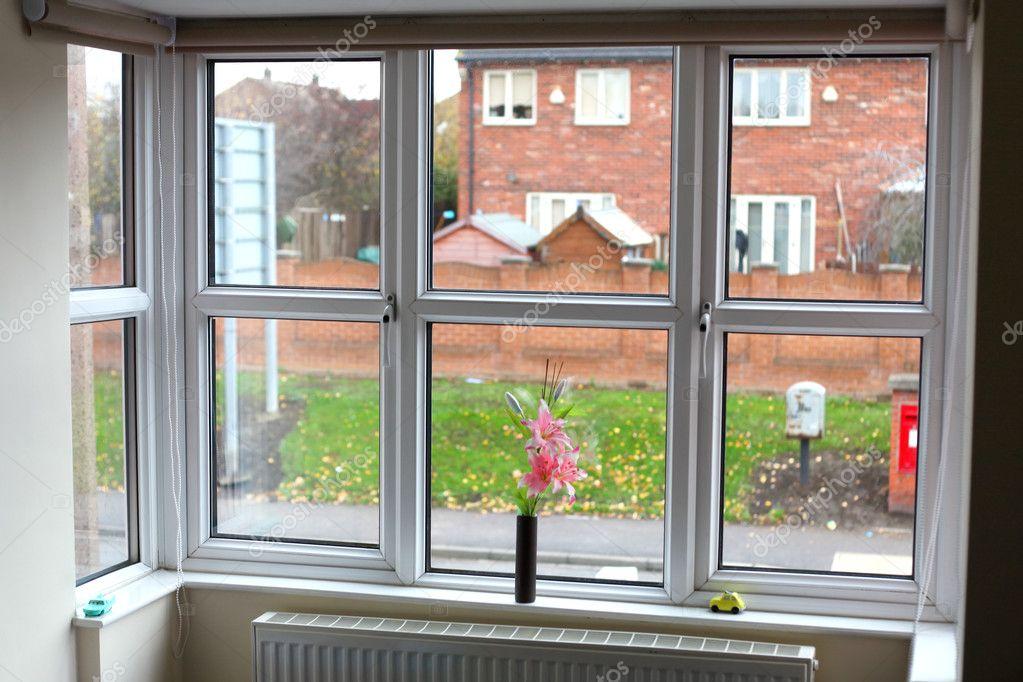 Теплое остекление лоджии или балкона пластиковыми окнами.