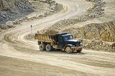 Vervoer vrachtwagens in de mijn dolomiet — Stockfoto