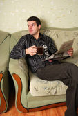 The guy on a sofa — Stockfoto
