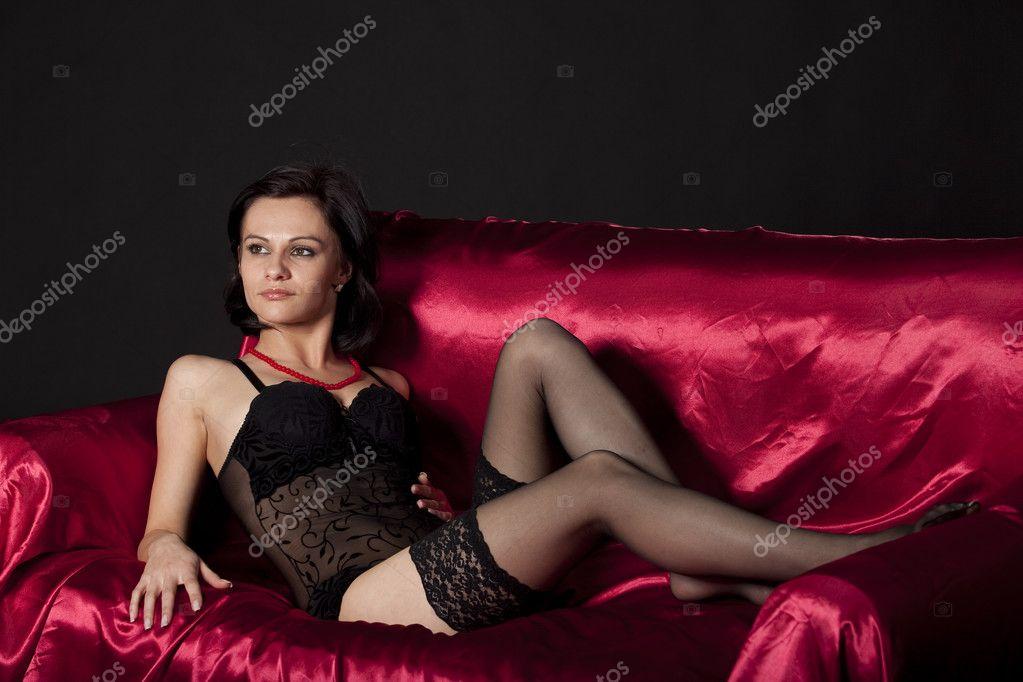 Фото женщины в черном белье