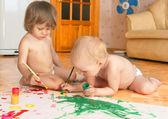 Ittle meisjes tekenen — Stockfoto