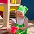 The girl playing to a sandbox — Foto de Stock