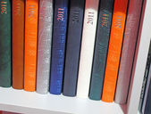 2011 color daybook diversity, white bookshelf — Stock Photo
