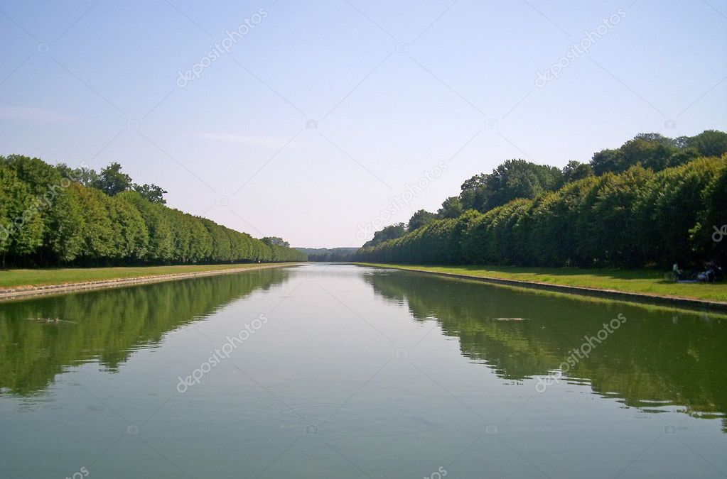 Water channel with green trees and blue sky. environmental nature, perspective concept — Stock Photo #4254236