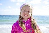 Portret słodkie dziewczyny na plaży — Zdjęcie stockowe