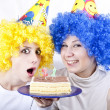 Two girlfriends with cake and wig celebrate 21th birthday — Stock Photo