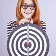 Red-haired girl with dartboard. - Foto Stock