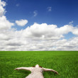 Girl lying over green field — Stock Photo