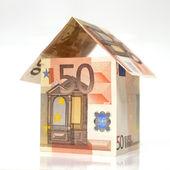 50 euro notları ile yapılmış ev — Stok fotoğraf