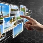 prstem tlačí virtuální tlačítka na dotykové obrazovky rozhraní — Stock fotografie