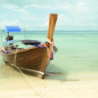 Beautiful long tail boat on the sand seashore — Stock Photo