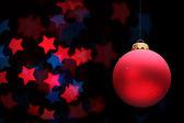 Rode kerstmis bal en sterren — Stockfoto