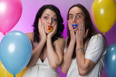 Funny pregnant couple posing in studio — Stockfoto