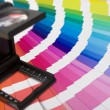 Photographic magnifying lupe and colour swatches — 图库照片
