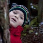 Little boy peeping — Stock Photo