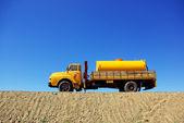 Stare ciężarówki żółty. — Zdjęcie stockowe