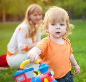 Child with mum on walk — Stock Photo