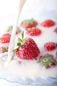 Strawberries and milk — Stock Photo