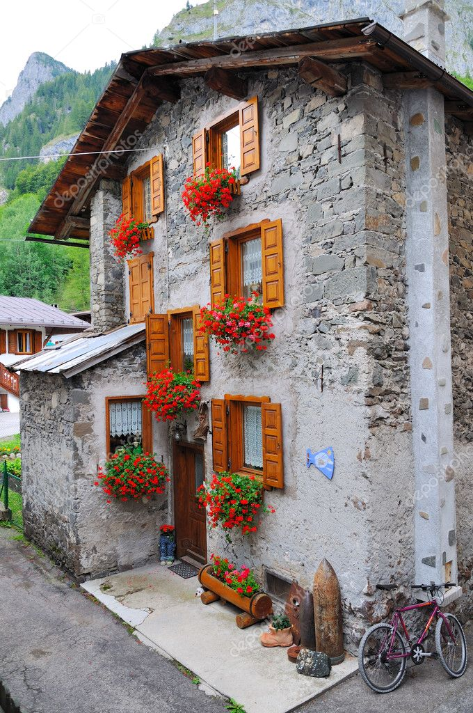 A shot taken in a tipycal mountain village in Italy — Foto Stock #4133459