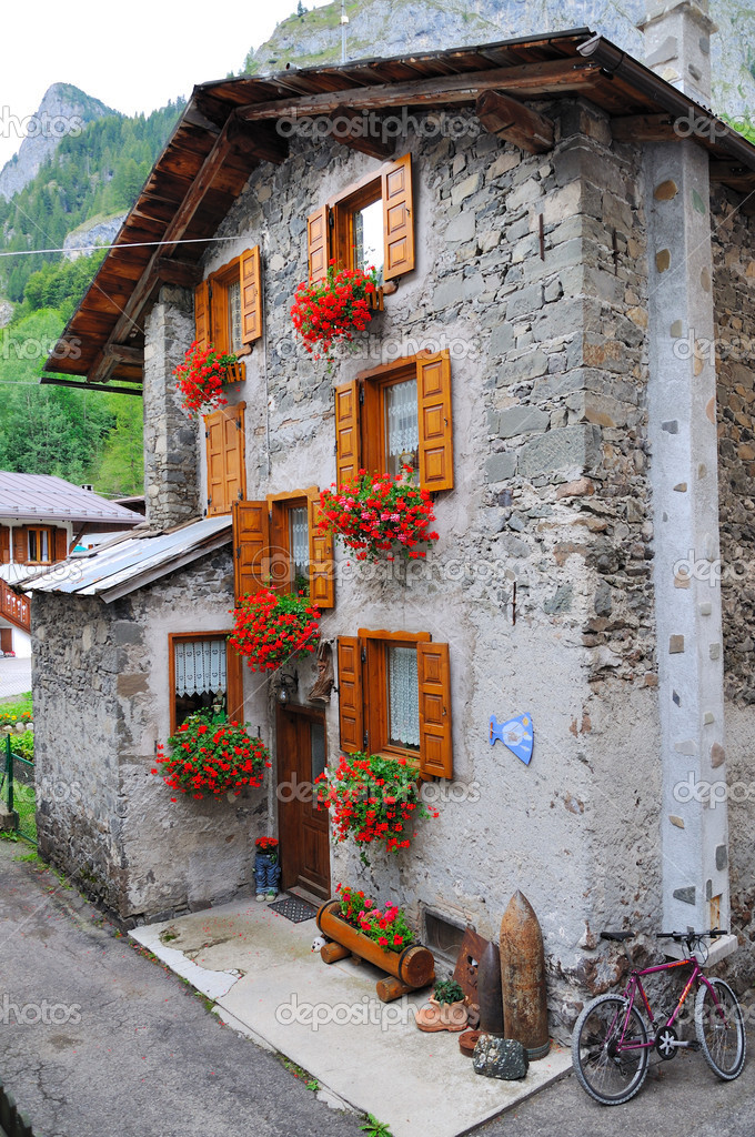 A shot taken in a tipycal mountain village in Italy — Stock Photo #4133459