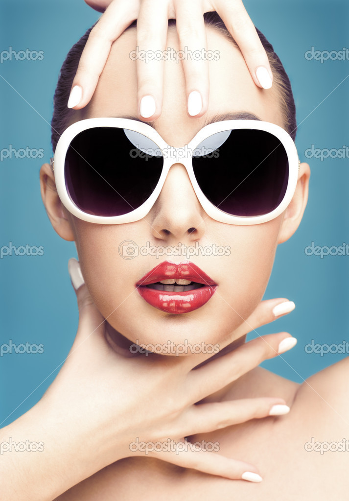 Close up studio portrait of young beautiful woman wearing white sunglasses — Stock Photo #4557633