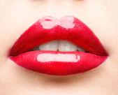 红色的嘴唇特写 — 图库照片