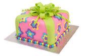 Renkli pasta paket üzerinde beyaz izole — Stok fotoğraf