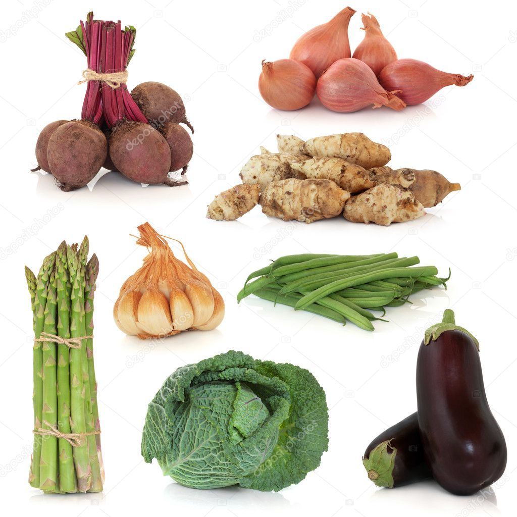 Vegetable sampler of asparagus, aubergine, savoy cabbage, bean, beetroot, shallot, garlic and jerusalem artichoke, isolated over white background. — Stock Photo #5152133