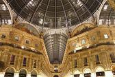Night shot of the famous Galleria Vittorio Emanuele II in Milan — Stock Photo