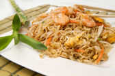 Spaghetti chinese with shrimp and mushroom — Stock Photo
