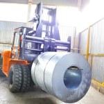 rolos de chapa de aço e empilhador — Fotografia Stock  #4199921