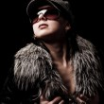 mujer con sombrero y guantes de abrigo — Foto de Stock