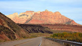 Kör mot zion canyon — Stockfoto