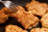 Chicken chops on griddle — Stock Photo