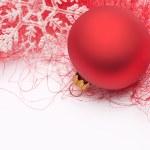 Kırmızı Noel biblo ve kar tanesi — Stok fotoğraf