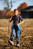 Boy playing outdoor — Stock Photo