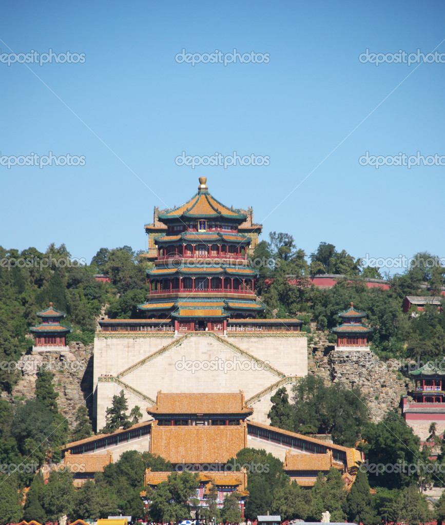 The Summer Palace or Yihe yuan is a palace in Beijing, China. The Summer Palace is mainly dominated by Longevity Hill (60 meters high) and the Kunming Lake. — Stock Photo #5193470