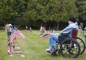 Veteran in a wheelchair at the cemetary — Stock Photo