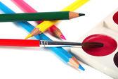Matite colorate pastelli e pennello per vernici — Foto Stock