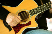 Man strumming guitar — Stock Photo