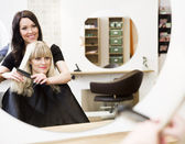 Hairdresser and customer — Foto Stock