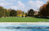 Park fountains, green fields — Stock Photo