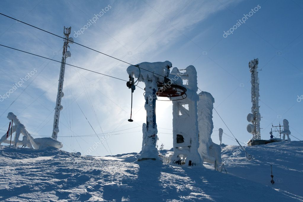 Support the ski lift in the snow against the blue sky  Stock Photo #5364325