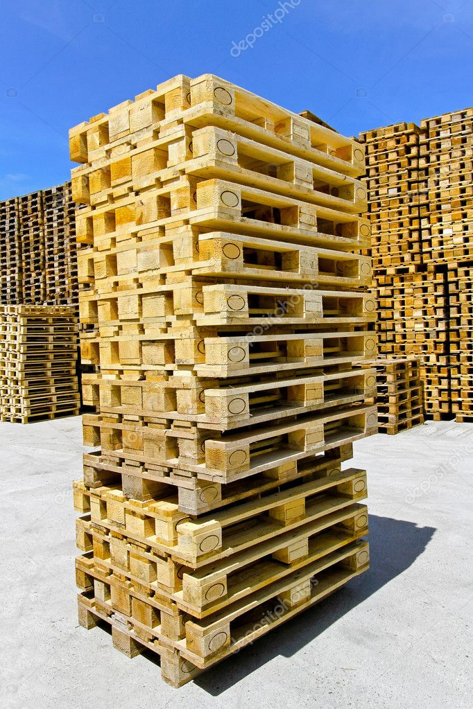 Big stack of wooden pallets at warehouse — Stock Photo #3934498